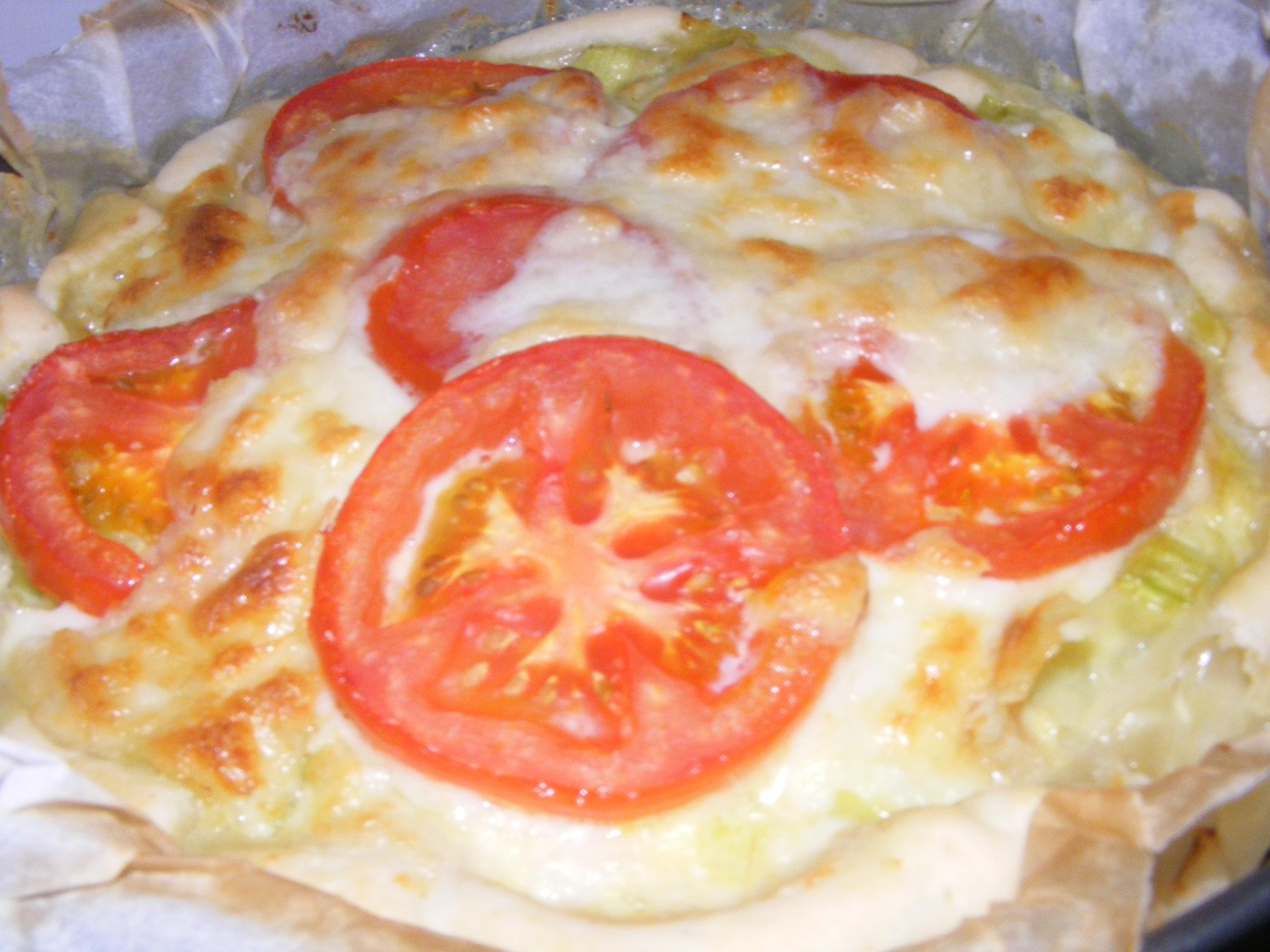 sfoglia con porri e formaggio, pomodoro e mozzarella